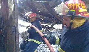 بالصور… حريق بمعمل للملح في شكا