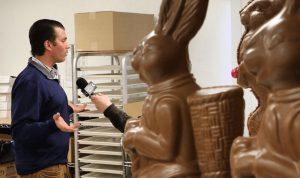 """ما قصة """"ترامب جونيور"""" و""""أرنب الشوكولا""""؟"""