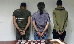 مروجو مخدرات ومتعاطون في قبضة الأمن
