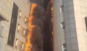 بالفيديو والصور… حريق هائل في مستشفى باسطنبول