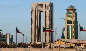 كويتية تخرق حظر التجول وتطعن رجل أمن (فيديو)