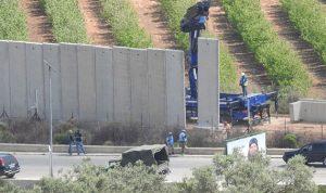 بالصور: إسرائيل تتجنب وضع قواعد للجدار الإسمنتي في النقاط المتحفظ عليها جنوب لبنان