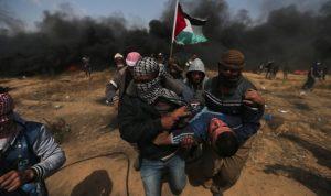 متظاهرون يقتحمون السياج بين غزة وإسرائيل