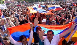 زعيم المعارضة الأرمينية يدعو لعصيان مدني