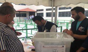 توزيع الصناديق على اقلام الاقتراع في صور