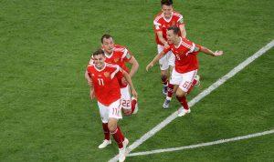روسيا اول منتخب يتأهل الى الدور الثاني من كأس العالم