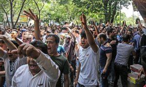 """كرة الاحتجاجات في إيران تكبر… النظام يخشى إسقاطه بسلاح """"التضييق الاقتصادي"""""""