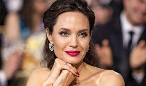 """أنجلينا جولي تتعاطف مع السوريين.. وتندد بـ""""وحشية"""" الصراع"""