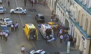 بالفيديو والصور… سيارة أجرة تدهس حشداً في موسكو