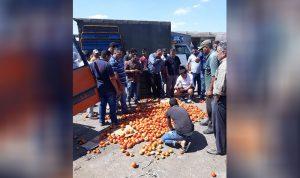 مزارعو البندورة والخيار رموا محاصيلهم في سوق الفرزل