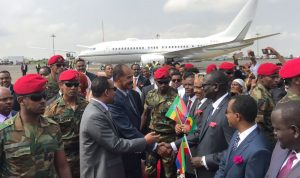 بالصور: بعد 20 عاماً من القطيعة… رئيس إريتريا في إثيوبيا