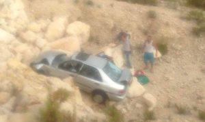 جريح بتدهور سيارة على طريق عام زيتون كسروان