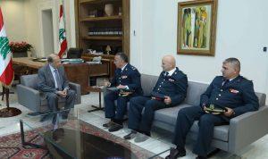وفد من قيادة الجيش يدعو عون لحضور احتفال عيد الجيش