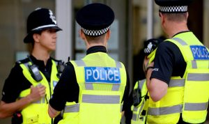 اعتقال امرأة بعد طعنها شخصا بسكين في إنكلترا