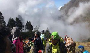 بعد الزلزال في اندونيسيا… 500 متنزه عالقون على بركان