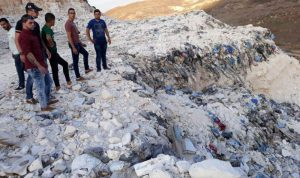 أهالي ميفدون يحتجون على إعادة فتح مكب النفايات