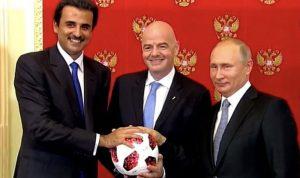 أمير قطر يتسلّم شارة مونديال 2022