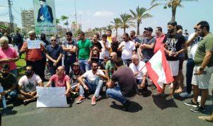 اعتصام أمام شركة الكهرباء في صور احتجاجا على التقنين