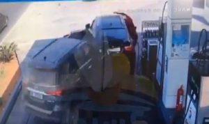 بالفيديو: حادث مروع في كسروان.. سيارة تجتاح محطة وقود!
