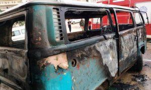 """في عكار… احترق """"الفان"""" بسبب المفرقعات النارية"""