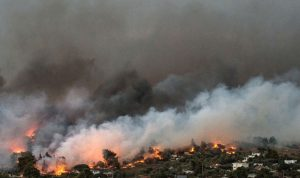 عدد ضحايا حرائق اليونان يقترب من الـ 100 شخص