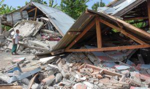 ارتفاع عدد القتلى في زلزال إندونيسيا إلى أكثر من 400