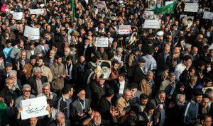 في ايران.. توقف الشركات وتسريح آلاف العمال