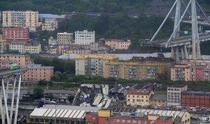 بالصور: 30 قتيلاً في انهيار جسر جنوى!