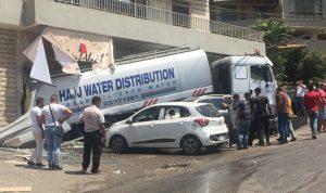 بالصور: حادث مروع بين صهريج وسيارات في المنصورية