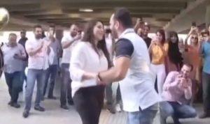 بالفيديو: إعلامي لبناني يفاجئ حبيبته في المطار وهذا ما جرى!