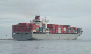 سفينة حاويات ضخمة تصل الى مرفأ طرابلس