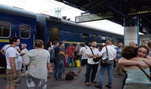 أوكرانيا تهدد روسيا بقطع حركة القطارات والباصات