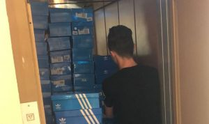 دهم مستودع ومحل لبيع الأحذية في عبرا