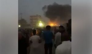 بالفيديو: متظاهرو البصرة يقتحمون القنصلية الإيرانية ويحرقونها