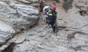 إنقاذ شاب علق بين الصخور في الروشة