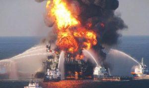 حريق في سفينة إندونيسية يودي بحياة 10 أشخاص