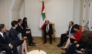 عون: لعدم انتظار الحل السياسي في سوريا لعودة النازحين