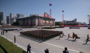 عرض عسكري لكوريا الشمالية من دون صواريخ باليستية