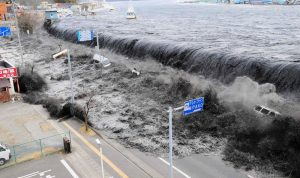 بالفيديو والصور: بعد الزلازال والتسونامي… إندونيسيا تغرق بالدمار