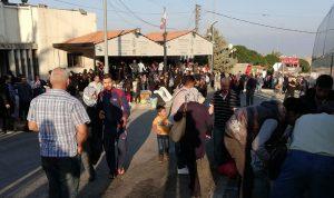 مئات النازحين السوريين يغادرون لبنان