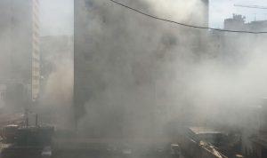 بالصور: حريقٌ بمستودع لأدوات التجميل في الزلقا