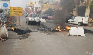 محتجون يقطعون طريق المطار بالإطارات المشتعلة