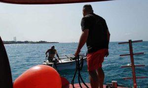 سحب زورق للصيد تعطل مقابل خليج جونية