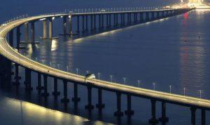 الرئيس الصيني يفتتح أطول جسر مائي في العالم