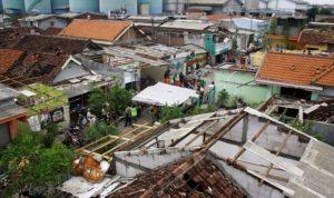 4 قتلى جراء انهيارات أرضية وسيول في إندونيسيا