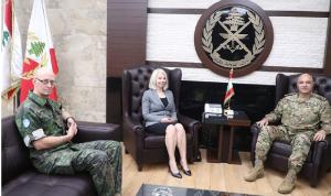 قائد الجيش عرض مع سفيرة فنلندا الأوضاع العامة