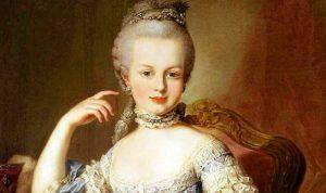 بالصور: مجوهرات ملكة فرنسا معروضة في دبي