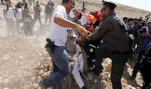 إصابة فلسطينيين بينهم وزير بالاختناق خلال مسيرة الخان الأحمر