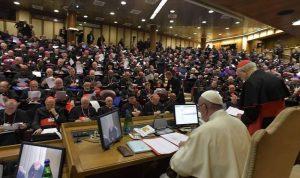 بالفيديو: كيف مازح البابا فرنسيس كاهناً لبنانياً؟