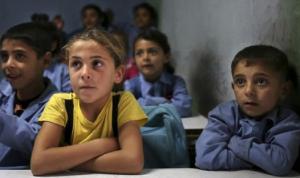 المدارس السورية فتحت أبوابها مجانًا… ولبنان يجدد العام الدراسي للنازحين!